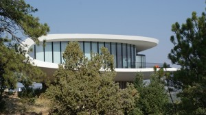 Futuristic House Goes Futuristic Green